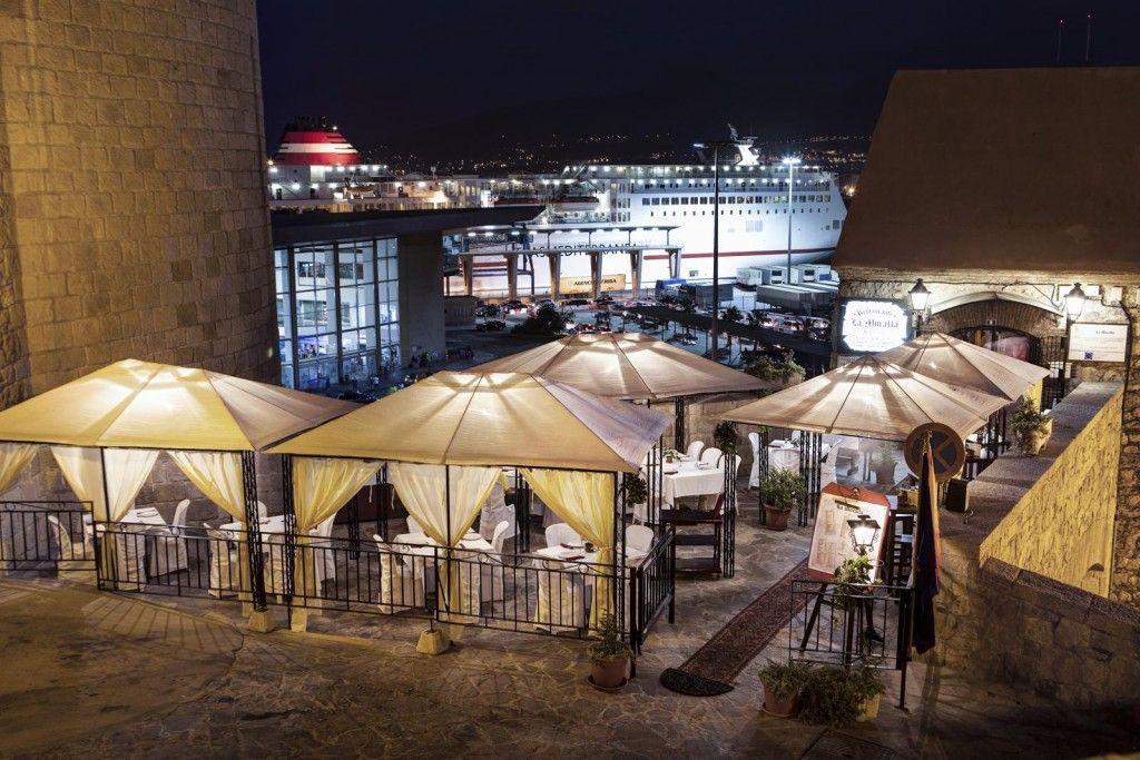 Fotografías de restaurante la Muralla, terraza nocturna - Fotógrafo Andreas Grunau.