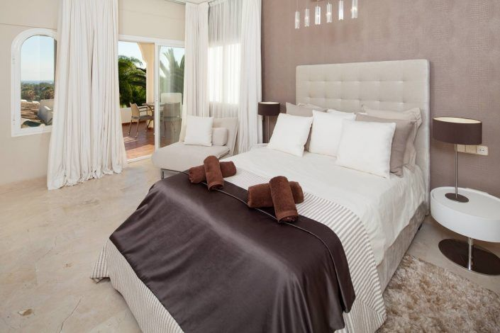 fotografo andreas grunau, dormitorio moderno, villa de lujo, real estate photographer, photographer in marbella