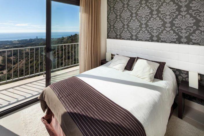 dormitorio con vistas al mar, andreas grunau, fotografo para inmobiliaria, real estate photographer, atico en marbella