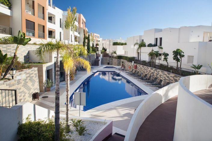 piscina exterior, andreas grunau, fotografo para inmobiliaria, real estate photographer, aticos en marbella