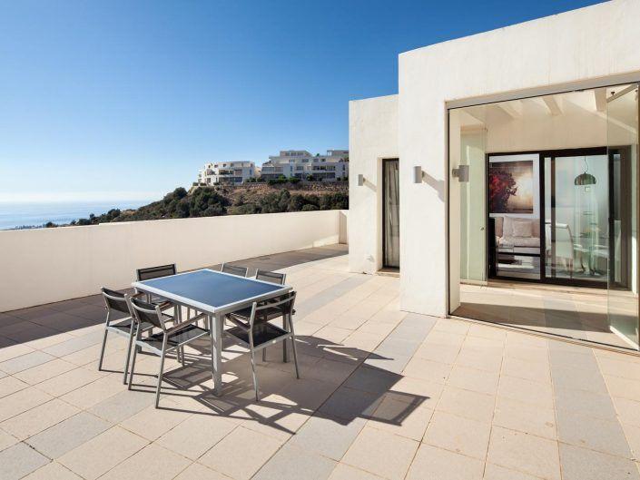 imagenes atico en marbella, terraza con vistas, andreas grunau, fotografo para inmobiliaria, real estate photographer, atico en marbella