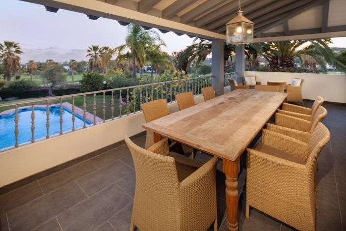 fotografo andreas grunau, terraza con vistas, villa de lujo, real estate photographer, photographer in marbella, terrace with views