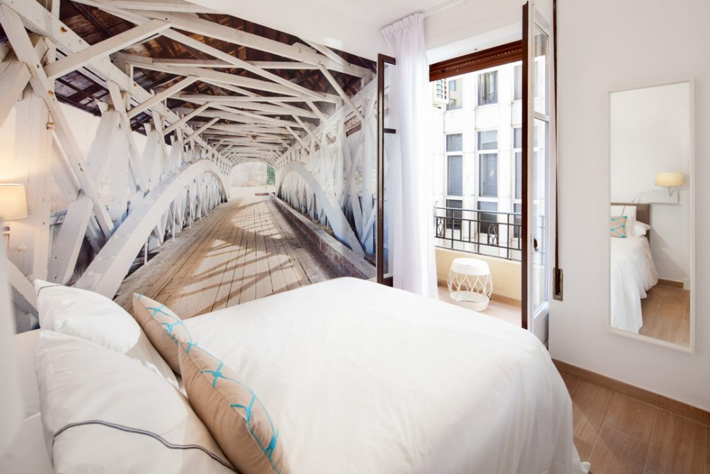 ideas decoración de interiores habitación con papel pintado, mural pintado en habitación, fotografo andreas grunau
