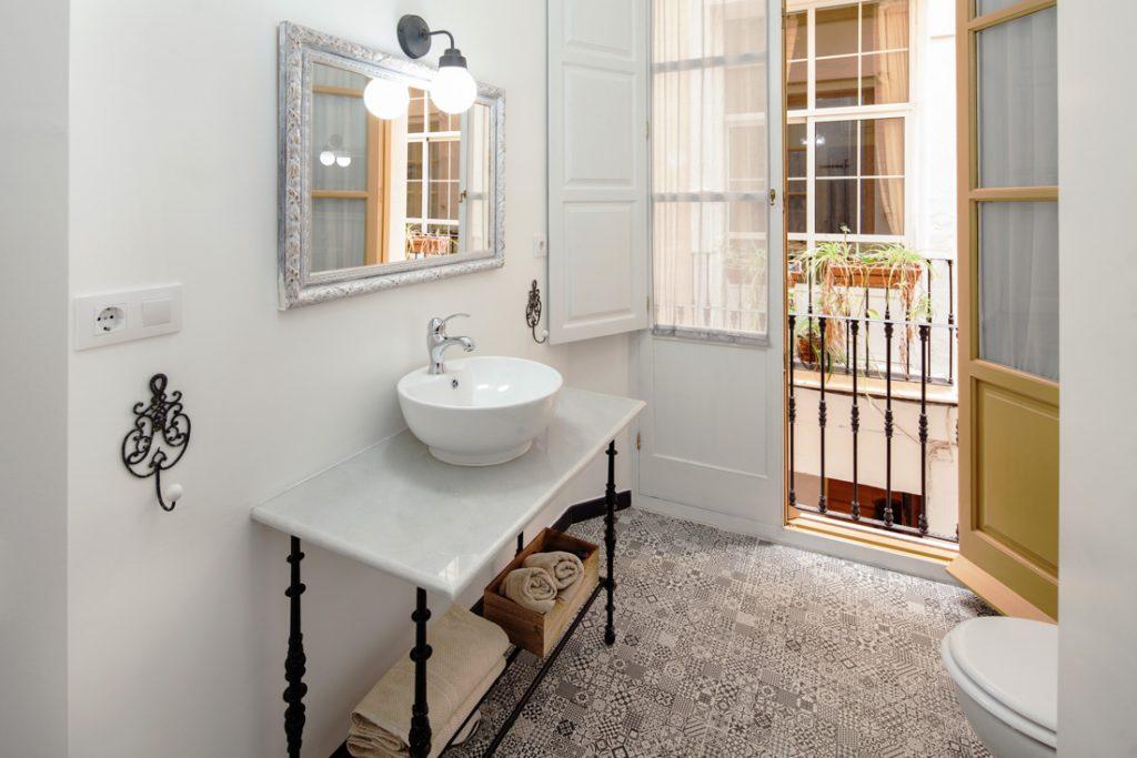 baño con balcón, baño estilo clásico, andreas grunau, decoración de baños