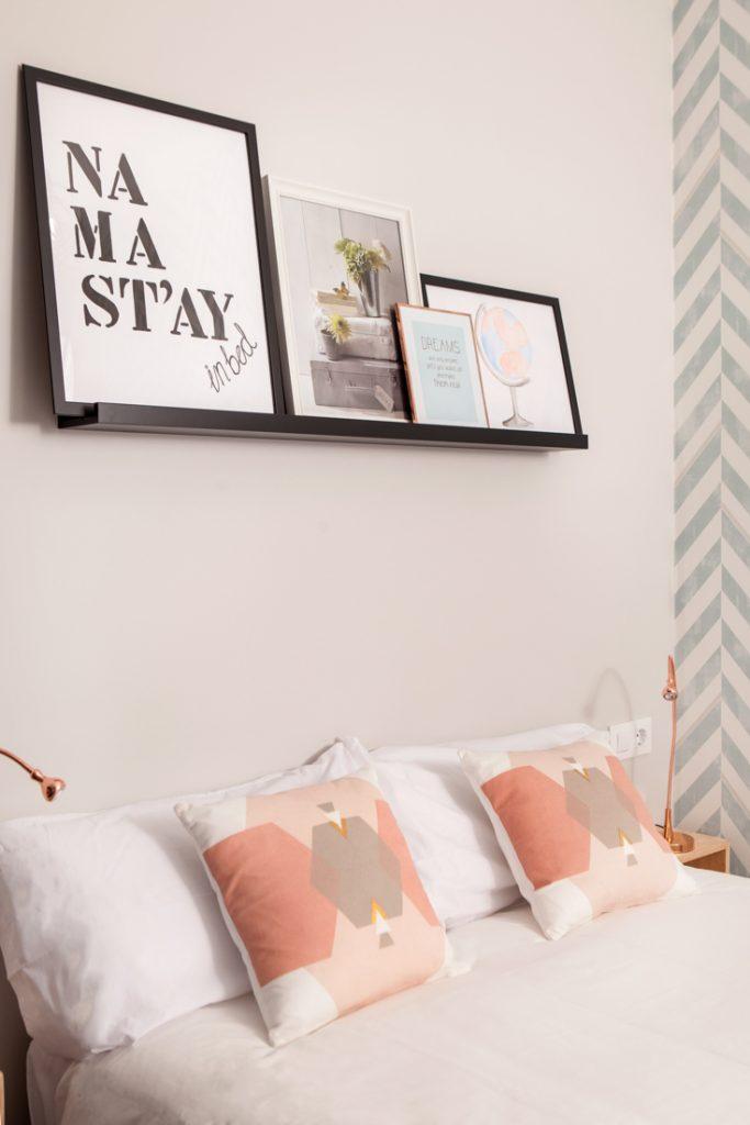 Decoración de dormitorios, balda sobre cama, cuadros sobre cama, andreas grunau