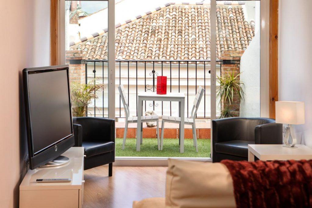 decoración de terraza exterior, terraza con cesped artificial, terraza en apartamento, fotografo andreas grunau